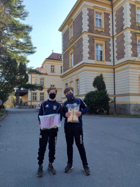 Děti z FK Říčany pomáhají dětem z Olivovny, děkujeme