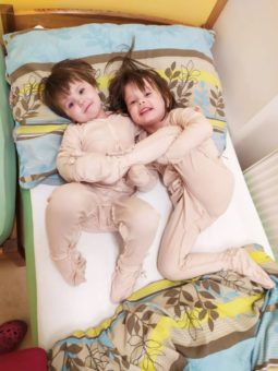 Naše děti v oblečcích pro atopiky