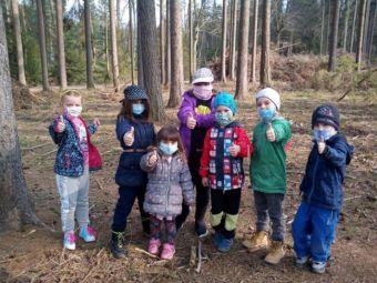 Vyrazily jsme do lesa